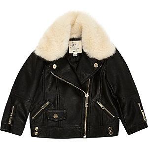 Schwarze Jacke mit Kunstfellfutter
