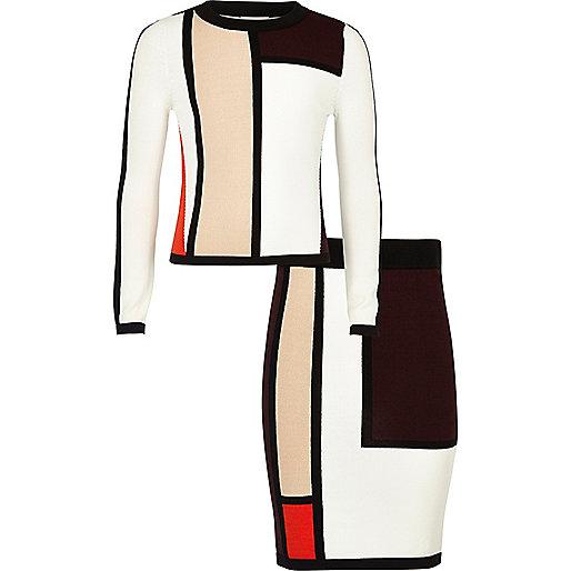 Outfit in Rot mit Blockfarben mit Rock und Oberteil