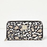 Girls white and black animal print purse