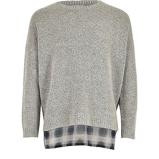 Grauer, zweilagiger Pullover