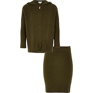 Outfit mit Hoodie und Skirt in Khaki