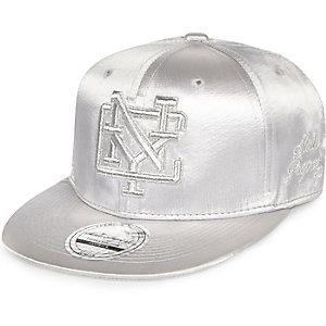 """Kappe mit """"New York""""-Schriftzug in Silber-Metallic"""