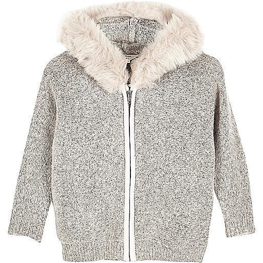 Grauer Pullover mit Kunstfellbesatz