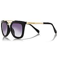 Rechteckige, schwarze Sonnenbrille