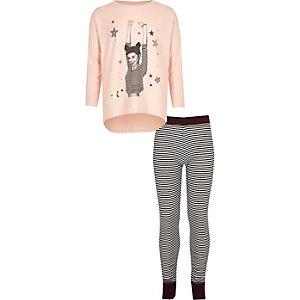 Pyjama mit Oberteil in Rosa und gestreiften Leggings