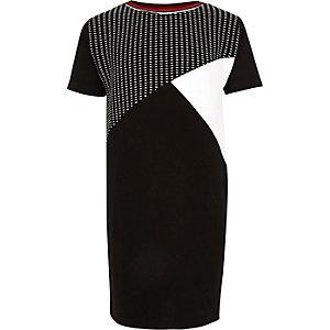 Schwarzes Kokon-Kleid in Blockfarben
