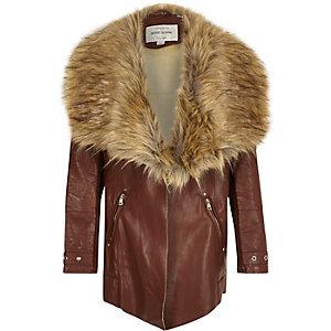 Manteau marron à pans bordé de fausse fourrure pour fille