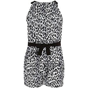 Schwarzer Overall mit schwarz-weißem Leopardenmuster