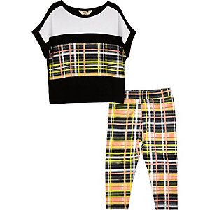 Mini girls black checked leggings outfit