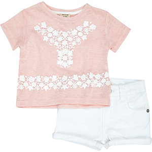 Mini girls pink t-shirt and shorts outfit