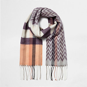 Girls purple chevron pattern scarf