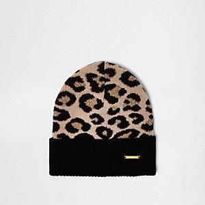 Schwarze Beanie mit Leopardenmuster