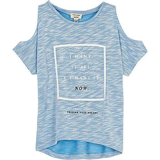 Blaues T-Shirt mit Schulterausschnitten