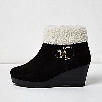 Girls black borg trim snaffle wedge boots