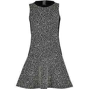 Kleid in Schwarz und Weiß