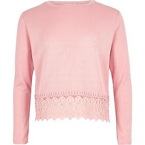 Oberteil in Pink mit Häkelsaum