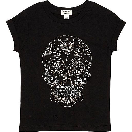 Schwarzes, nietenverziertes T-Shirt