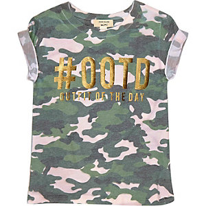 Mini girls green camo '#ootd' T-shirt