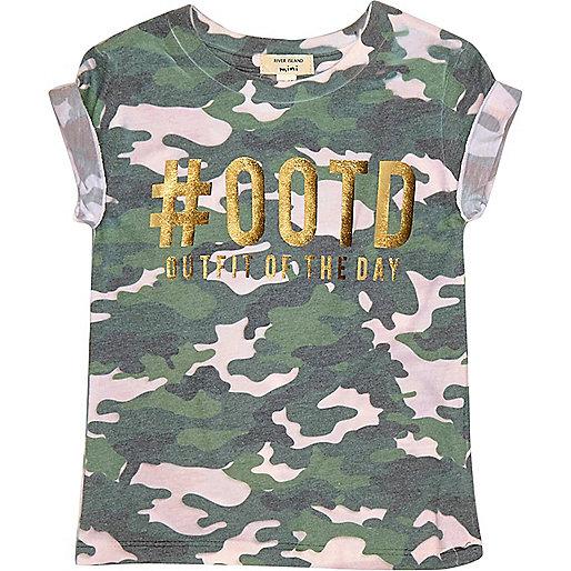 Grünes T-Shirt mit Camouflage-Muster und #odd#-Print