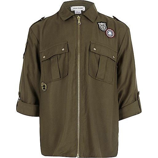 Bluse mit Abzeichen und Reißverschluss in Khaki