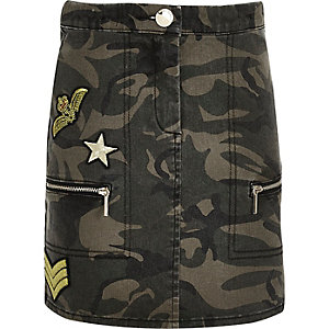 Girls khaki camo badge denim skirt