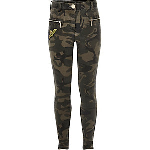 Girls khaki camo badge skinny jeans