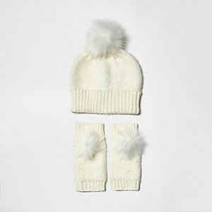 Girls cream knit bobble hat and handwarmers