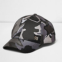 Graue Kappe mit Camouflage-Muster