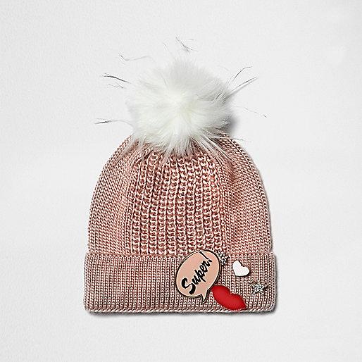 Pinke Bommelmütze aus Strick mit Schild