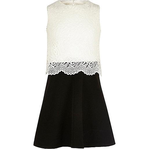 Kleid mit Spitzenlage in Schwarz und Weiß