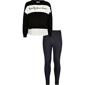 Schwarzer Pullover und Leggings im Jeanslook