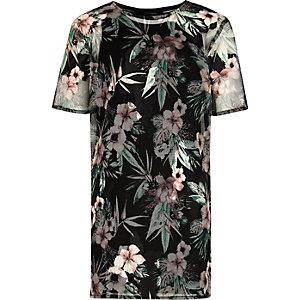 Schwarzes T-Shirt-Kleid mit tropischem Muster
