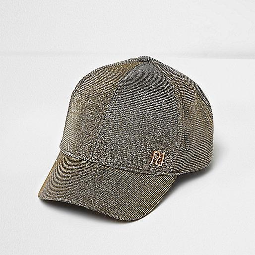 Silberne Mütze mit Markenzeichen