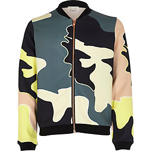 Bomberjacke in Khaki mit Camouflage-Muster