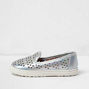 Mini girls metallic silver plimsolls