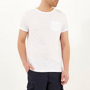 Wit T-shirt met opgerolde mouwen