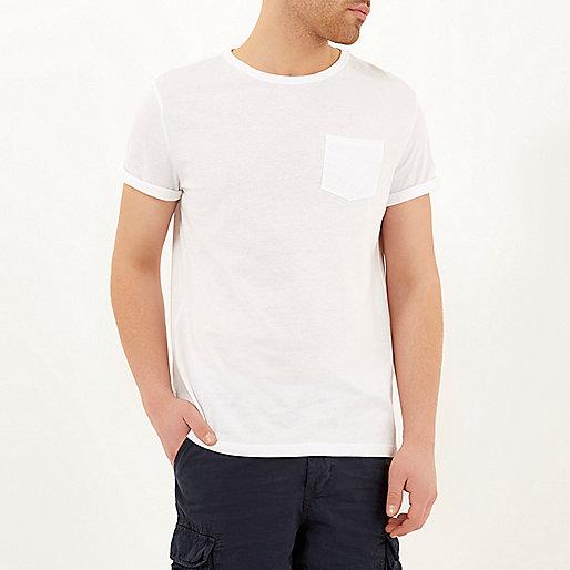T-shirt blanc à manches retroussées