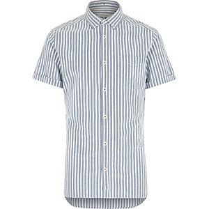 Blau gestreiftes kurzärmeliges Hemd