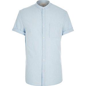 Blau gestreiftes kurzärmeliges Hemd mit Grandad-Kragen