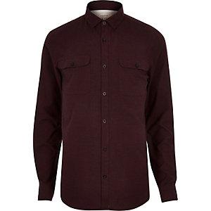 Rotes Flanell-Hemd mit zwei Taschen