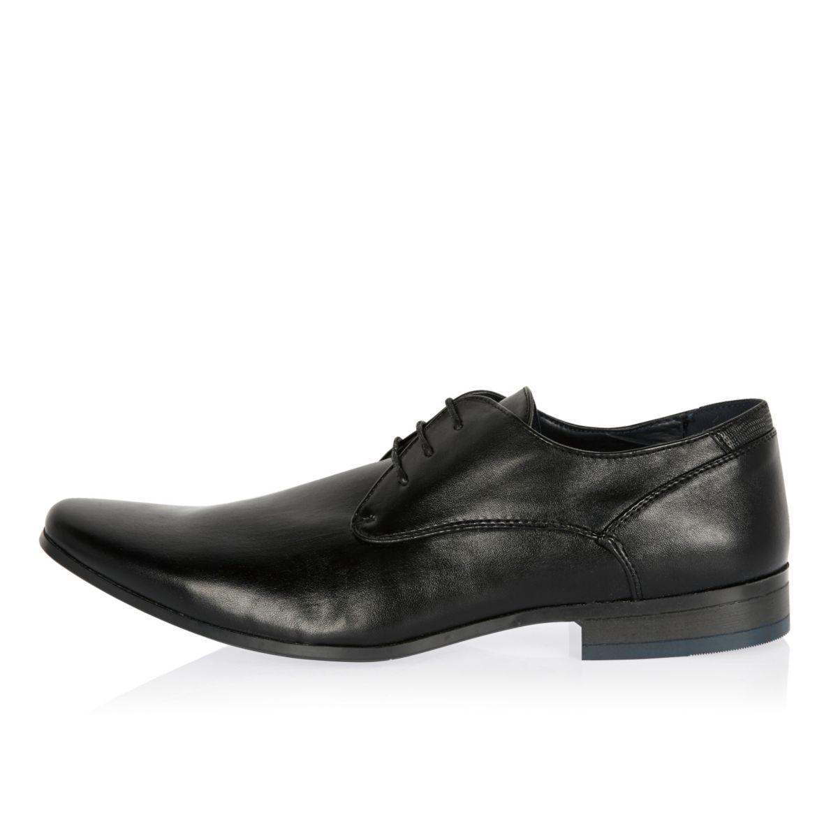 Chaussures noires habillées aux talons colorés
