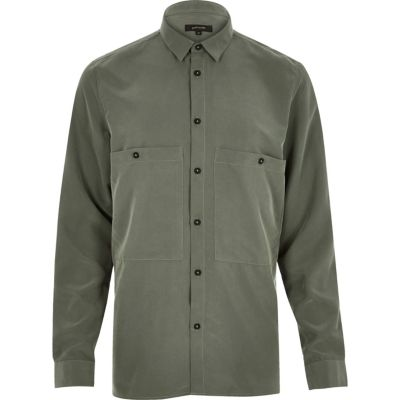 Kaki soepelvallend minimalistisch overhemd