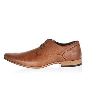 Bruine modieuze schoenen met contrasterende hak