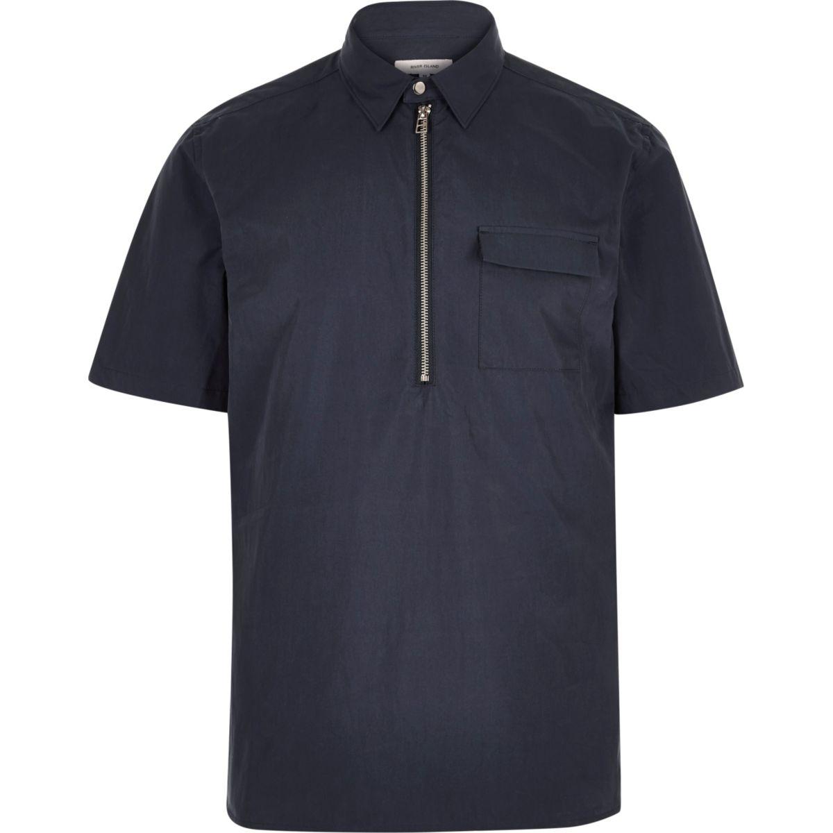 Chemise bleue minimaliste à enfiler à manches courtes