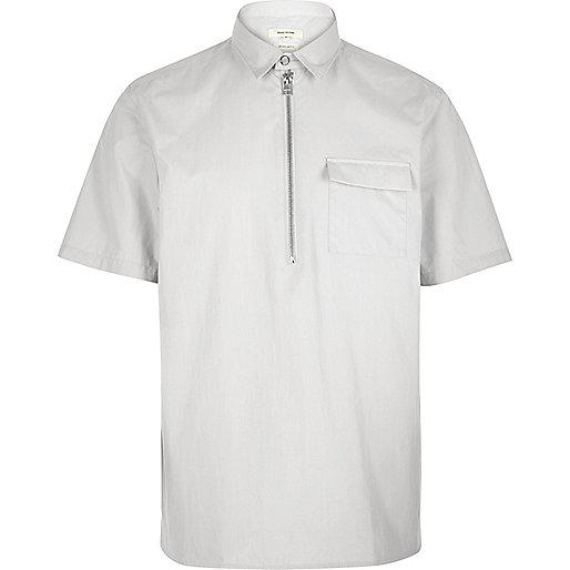 Grey minimal overhead short sleeve shirt