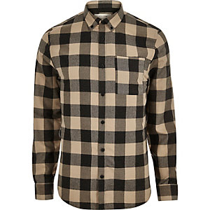 Bruin-geruit flanellen overhemd