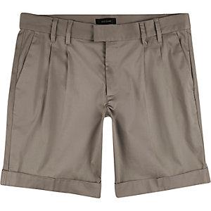 Light brown sateen slim fit bermuda shorts