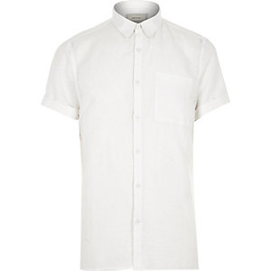 White linen-rich short sleeve shirt