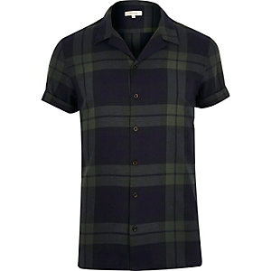 Green check revere collar shirt
