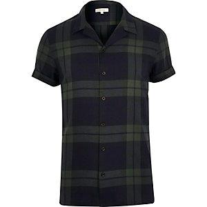 Chemise à carreaux verte à col retourné